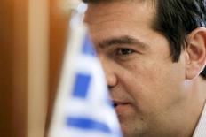 Премьер-министр Греции Алексис Ципрас на встрече с министром иностранных дел Палестины Риядом аль-Малики в Афинах 8 июня 2015 года. Греция направила кредиторам новое предложение о реформах, пытаясь вывести из тупика переговоры о финансовой помощи, а премьер-министр Алексис Ципрас предупредил, что цена неудачи может быть огромной. REUTERS/Alkis Konstantinidis
