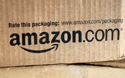 La Commission européenne a annoncé jeudi avoir ouvert une enquête formelle sur des soupçons d'entrave à la concurrence visant les pratiques d'Amazon dans la distribution de livres numériques. /Photo d'archives/REUTERS/Rick Wilking