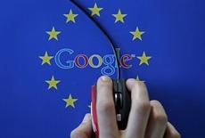 La Commission nationale de l'informatique et des libertés (Cnil) met en demeure Google d'étendre le droit à l'oubli à toutes les extensions de son moteur de recherche, avec le risque de recevoir une sanction s'il n'obtempère pas dans un délai de 15 jours. /Photo prise le 15 avril 2015/REUTERS/Dado Ruvic
