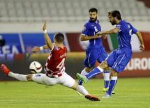 Andrea Pirlo tenta chute em jogo contra Croácia em Split.  12/6/2015.  REUTERS/Antonio Bronic