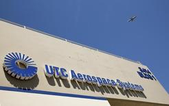 An aircraft flies over UTC Aerospace Systems in Phoenix, Arizona, July 11, 2014. Picture taken July 11, 2014.  REUTERS/Nancy Wiechec