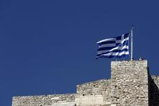Bandeira da Grécia vista em Atenas.   14/06/2015  REUTERS/Kostas Tsironis