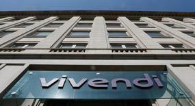 La sede del grupo francés de medios Vivendi en París, abr 8 2015. El grupo francés de medios Vivendi planea aumentar su participación en Telecom Italia a entre 10 y 15 por ciento, consolidando su influencia en el grupo una vez que sus actuales grandes accionistas salgan de la compañía, dijeron personas familiarizadas con el asunto.        REUTERS/Gonzalo Fuentes