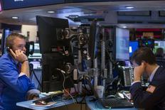 La Bourse de New York a ouvert mercredi sur une note prudente dans l'attente des annonces du Comité de politique monétaire de la Réserve fédérale. Le Dow Jones gagne 0,17%, à 17.934,60 points à l'ouverture.  Le Standard & Poor's 500 progresse de 0,18% et le Nasdaq  prend 0,24%. /Photo prise le 16 juin 2015/REUTERS/Lucas Jackson