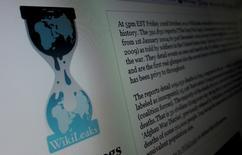 """La página web de WikiLeaks vista en un ordenador de Hoboken, Estados Unidos, 28 de noviemebre de 2010. Arabia Saudita instó el sábado a sus ciudadanos a no distribuir """"documentos que podrían estar falsificados"""" en una aparente respuesta a la publicación de WikiLeaks el viernes de más de 60.000 documentos que sostiene que son comunicaciones secretas de diplomáticos del reino. REUTERS/Gary Hershorn"""