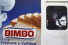 Publicidad de la mexicana Grupo Bimbo, visto en un camión en Ciudad de México, 24 de marzo de 2015. El mexicano Grupo Bimbo, uno de los mayores productores de pan del mundo, dijo el lunes que alcanzó un acuerdo preliminar para adquirir el 100 por ciento de las acciones de la empresa Panrico S.A.U. en España y Portugal, excluyendo algunas marcas. REUTERS/Edgard Garrido