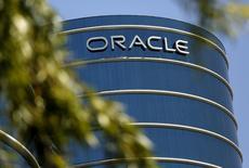El logo de Oracle en su sede en Redwood City el 15 de junio de 2015. El fundador y presidente de Oracle Corp, Larry Ellison, anunció que su compañía de bases de datos expandirá su oferta de servicios en la nube, estableciendo una competencia más directa con Amazon.com Inc. REUTERS/Robert Galbraith
