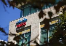 """Cisco Systems va racheter OpenDNS, une société spécialisée dans l'informatique dématérialisée (""""cloud""""), pour 635 millions de dollars (568 millions d'euros). /Photo d'archives/REUTERS/Mike Blake"""