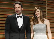 Ator Ben Affleck e sua esposa, a atriz Jennifer Garner, chegam para festa do Oscar da Vanity Fair em West Hollywood, nos Estados Unidos. 02/03/2014 REUTERS/Danny Moloshok