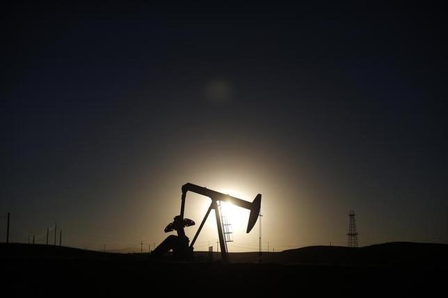 A pump jack is seen at sunrise near Bakersfield, California October 14, 2014. REUTERS/Lucy Nicholson/Files