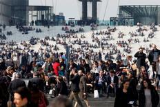 Selon une étude publiée par l'Apec, les embauches de cadres par les entreprises françaises devraient se poursuivre cette année au même rythme qu'en 2014 avant d'accélérer franchement en 2016 et 2017. /Photo d'archives/REUTERS/Charles Platiau