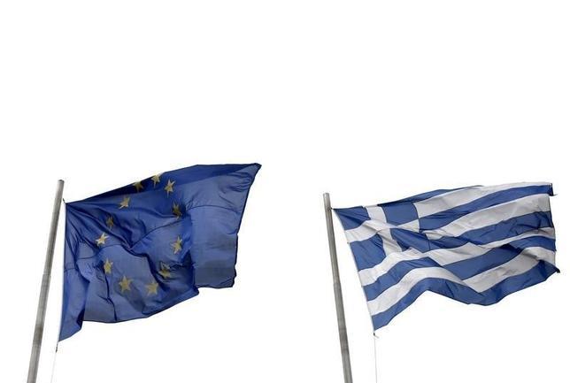 7月13日、複数の関係者は、ギリシャ問題をめぐるユーロ圏首脳会議について、合意に達したと明らかにした。アテネで4月撮影(2015年 ロイター/Kostas Tsironis)