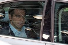 Primeiro-ministro grego, Alexis Tsipras, chega à cúpula de líderes europeus em Bruxelas. 12/06/2015 REUTERS/Philippe Wojazer