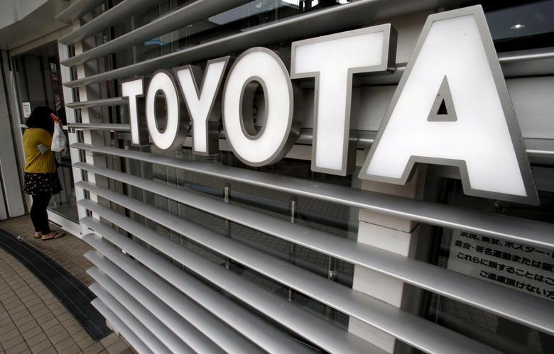 A woman looks inside a Toyota Motor Corp's showroom in Tokyo, Japan, June 16, 2015. REUTERS/Yuya Shino