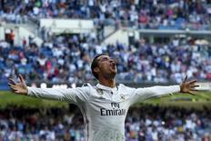 Cristiano Ronaldo comemora gol do Real Madrid contra o Granada 5/4/2015. REUTERS/Juan Medina