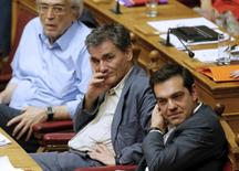 Greek Prime Minister Alexis Tsipras (R) sits next to Finance Minister Euclid Tsakalotos (C) during a parliamentary session in Athens, Greece July 16, 2015.  REUTERS/Christian Hartmann