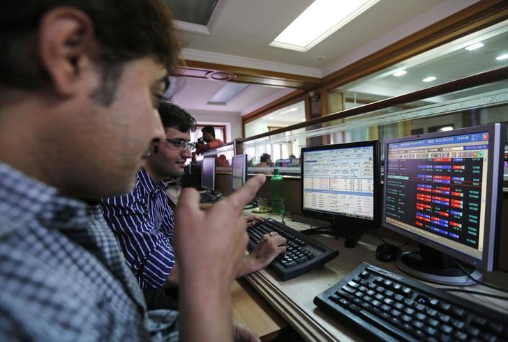 Brokers trade at their computer terminals at a stock brokerage firm in Mumbai January 6, 2015. REUTERS/Shailesh Andrade/Files