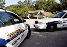 Viaturas da polícia se posicionam em frente à casa onde o atirador suspeito Mohammod Youssuf Abdulazeez morou em Hixson, no Tennessee, Estados Unidos. 17/07/2015 REUTERS/Tami Chappell