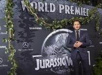 """El protagonista del filme """"Jurassic World"""" Chris Pratt en el estreno de la cinta en Hollywood, jun 9 2015. Tras imponerse en la taquilla con más de 1.500 millones de dólares recaudados a nivel mundial, """"Jurassic World"""" tendrá una secuela que será lanzada el 22 de junio de 2018, dijo el jueves Universal Pictures. REUTERS/Mario Anzuoni"""