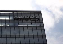 El logo del grupo japonés Nikkei, en su sede en Tokio, 24 de julio de 2015. La compra del diario Financial Times por 1.300 millones de dólares al conglomerado editorial británico Pearson PLC marca la culminación de décadas de intentos por parte del grupo japonés Nikkei para ingresar en los medios de habla inglesa. REUTERS/Issei Kato