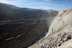 Imagen de archivo de la mina de cobre de Chuquicamata en el norte de Chile, abr 1 2011. Las operaciones de la mina Chuquicamata de la estatal chilena Codelco, la mayor productora mundial de cobre, fueron normalizadas el martes luego de algunas horas de interrupción por protestas de trabajadores contratistas.  REUTERS/Ivan Alvarado