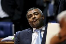 Ex-jogador e atual presidente da CPI do Futebol, senador Romário (PSB-RJ), durante sessão do Senado, em Brasília, em maio. 27/05/2015 REUTERS/Adriano Machado
