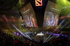 Integrantes do Evil Geniuses celebram após derrotar o CDEC no The International 2015 em Seattle. 08/08/2015 REUTERS/Jason Redmond