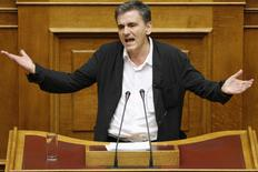 Greek Finance Minister Euclid Tsakalotos delivers his speech during a night parliamentary session in Athens, Greece, early August 14, 2015.  REUTERS/Christian Hartmann