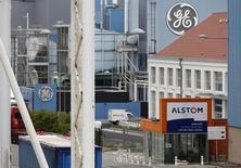General Electric devrait obtenir le feu vert de la Commission européenne pour son projet de rachat de la branche énergie d'Alstom pour 12,4 milliards d'euros, a-t-on appris de deux sources proches du dossier. /Photo d'archives/ REUTERS/Vincent Kessler