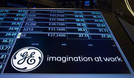 General Electric est l'une des valeurs à suivre lundi à Wall Street. Selon des sources proches du dossier, le groupe devrait obtenir le feu vert des autorités européennes pour le rachat de la branche énergie d'Alstompour 12,4 milliards d'euros. /Photo d'archives/REUTERS/Brendan McDermid