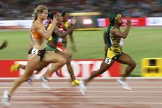 Shelly-Ann Fraser-Pryce of Jamaica (R) runs in front of Dafne Schippers of Netherlands (L) at the women's 100 metres final during the 15th IAAF World Championships at the National Stadium in Beijing, China, August 24, 2015.  REUTERS/Damir Sagolj