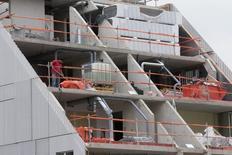 Les ventes de logements neufs ont nettement progressé au deuxième trimestre en France (+23,1%), pour le troisième trimestre consécutif, grâce à la forte demande des investisseurs. /Photo d'archives/REUTERS/Philippe Wojazer