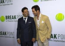 "Atores Jeremy Sisto (à esquerda) e David Walton na pré-estreia de ""Break Point"", em Hollywood, Estados Unidos. 27/08/2015 REUTERS/Mario Anzuoni"