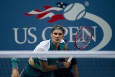 Tenista suíço Roger Federer durante jogo contra o argentino Leonardo Mayer no Aberto dos Estados Unidos, em Nova York, nesta terça-feira. 01/09/2015 REUTERS/Brendan McDermid