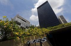 Sede do BNDES (à direita) na cidade do Rio de Janeiro. 20/03/2015. REUTERS/Ricardo Moraes