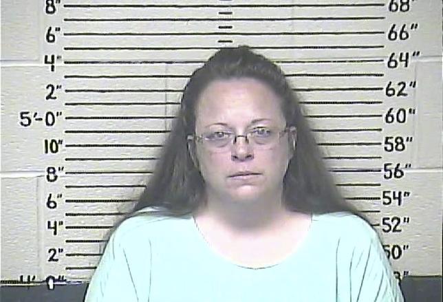9月3日、宗教的信仰を理由に同性カップルへの結婚証明書発行を拒んでいる米ケンタッキー州の郡書記官が法廷侮辱罪で収監された。写真は収監されたキム・デービス書記官。Carter County Detention Center提供写真(2015年 ロイター)