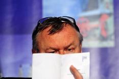 Президент ВТБ Андрей Костин на инвестконференции в Нью-Йорке. 18 апреля 2012 года. Балансирующий на грани банкротства Мечел может в пятницу зафиксировать договоренности о реструктуризации долга с одним из своих основных кредиторов ВТБ, сказал в пятницу представитель Мечела.  REUTERS/Keith Bedford