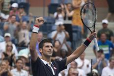Tenista sérvio Novak Djokovic comemora vitória sobre italiano Andreas Seppi, em Nova York, nos Estados Unidos, nesta sexta-feira. 04/09/2015 REUTERS/Adrees Latif