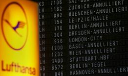 "Cancelled (""annulliert"" in German) flights of German air carrier Lufthansa are announced on a flight infomation display at the Frankfurt Airport in Germany, early morning September 9, 2015. REUTERS/Kai Pfaffenbach"