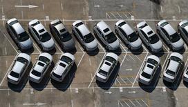 Les ventes automobiles en Chine ont baissé de 3,0% en août par rapport au même mois de 2014, à 1,7 million de véhicules. Il s'agit du cinquième mois consécutif de baisse des ventes pour le premier marché automobile mondial, une série inédite depuis au moins cinq ans. /Photo prise le 1er août 2015/REUTERS/China Daily