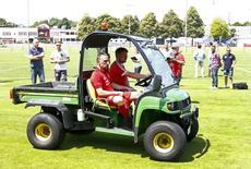 Ribéry entrando em campo para sessão de fotos, em Munique.  16/07/2015   REUTERS/Michaela Rehle