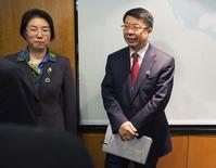 El vice ministro de Finanzas chino, Shi Yaobin, durante una reunión del FMI y el Banco Mundial, en Washington, 13 de abril de 2014.Los países desarrollados deben prestar atención a los posibles efectos secundarios de sus cambios de política monetaria, dijo el viernes el viceministro de Finanzas de China, Shi Yaobin. REUTERS/Joshua Roberts