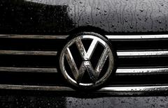 Raindrops are seen on the badge of a diesel Volkswagen Passat in central London, Britain September 22, 2015. REUTERS/Stefan Wermuth