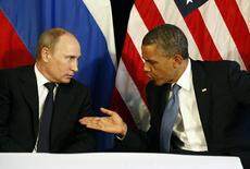 Президент США Барак Обама (справа) и президент РФ Владимир Путин на встрече в Лос-Кабосе, Мексика 18 июня 2012 года. Кремль вновь апеллировал к военной мощи в обмене уколами с США, но, в преддверии вероятной встречи Владимира Путина и Барака Обамы на Генассамблее ООН, намекнул на вероятность компромисса вокруг Сирии - ключевой проблемы глобальной безопасности. REUTERS/Jason Reed