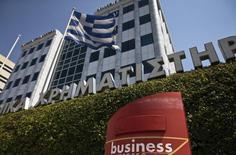 """L'agence Moody's a confirmé vendredi la note souveraine de la Grèce à """"Caa3"""" après avoir achevé son examen en vue d'une possible dégradation et elle a modifié sa perspective à stable. /Photo prise le 27 juillet 2015/REUTERS/Ronen Zvulun"""