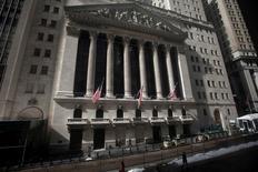 La Bourse de New York a fini mardi en hausse de 0,29%, le Dow Jones gagnant 47,04 points à 16.048,93. /Photo d'archives/REUTERS/Carlo Allegri