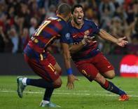 Luis Suárez comemora gol do Barcelona contra Bayer Leverkusen.  29/9/2015.      REUTERS/Sergio Perez