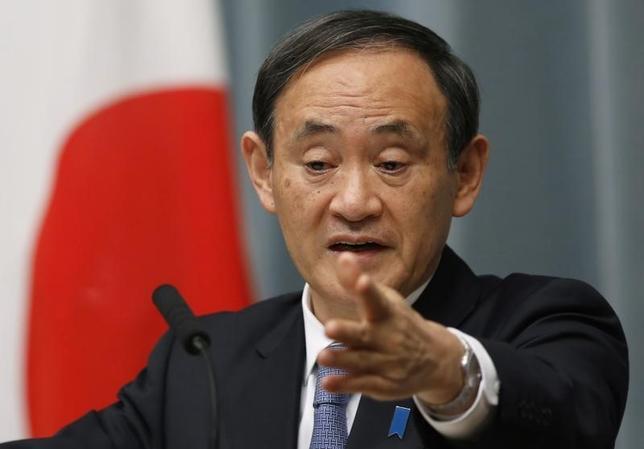 9月30日、中国外務省は、スパイ行為をした疑いで日本人2人を逮捕したと明らかにした。菅義偉官房長官(写真)も、中国国内で今年5月に邦人2名が拘束されたと明らかにした。1月撮影(2015年 ロイター/Yuya Shino)