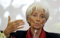 La directora gerente del Fondo Monetario Internacional, Christine Lagarde, habla durante una conferencia de prensa luego de una reunión en Tunisia, 9 de seotiembre de 2015. Una persistente debilidad en las economías de los países en desarrollo llevará a que el crecimiento global se desacelere este año y apenas avanzará a un ritmo algo mayor en el 2016, dijo el miércoles la jefa del Fondo Monetario Internacional. REUTERS/Anis Mili