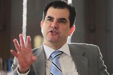 """El director de supervisión financiera del Banco Central de Brasil, durante una entrevista con Reuters en Brasilia, 6 de octubre de 2011. Los estragos del mayor escándalo de corrupción en Brasil y el impacto del desplome del real en los balances de los bancos exigen una """"atención especial"""" de parte de los reguladores, según un reporte del Banco Central, una señal de advertencia potencial de que la turbulencia del mercado en el país podría escalar. REUTERS/Ueslei Marcelino"""